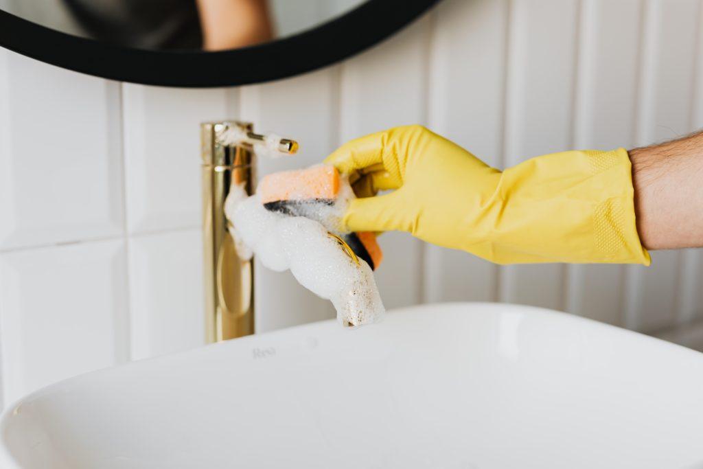 Sterk vervuilde wc schoonmaken